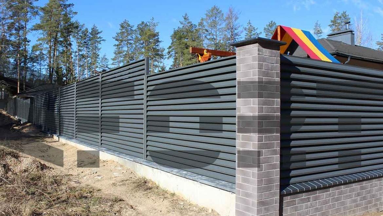 забор жалюзи металлический fort lux для дома