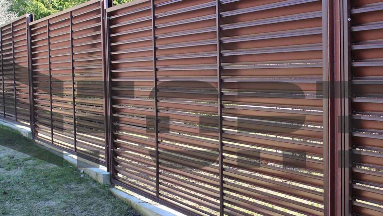 Забор для дома в стиле шале